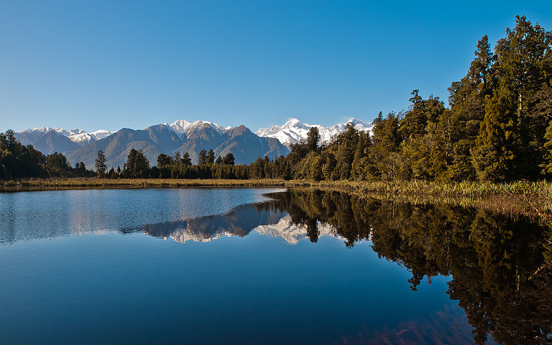 800px-Lake_Matheson_(New_Zealand)_just_after_the_sunrise